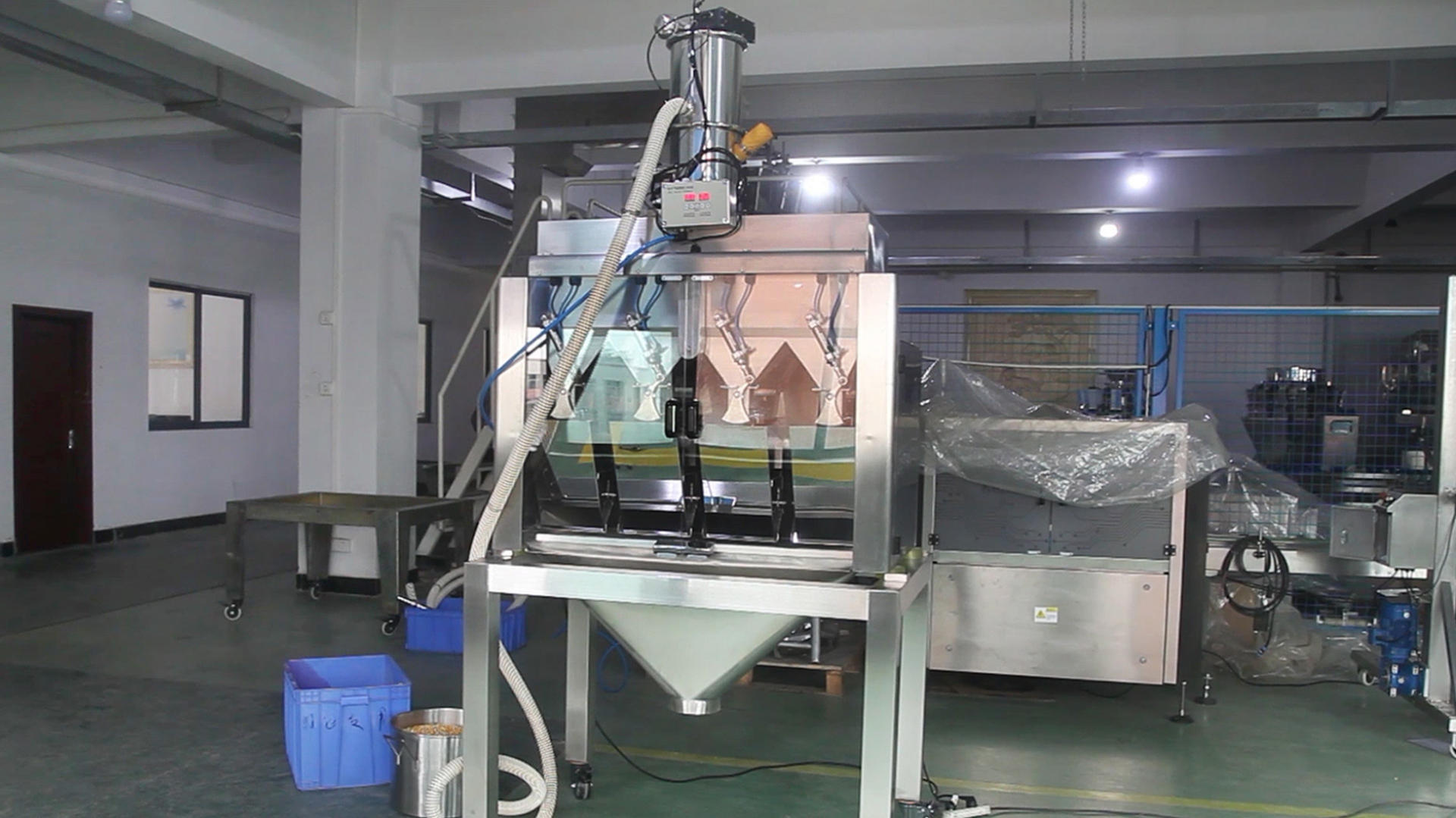 Automatic vacuum feeding high speed 4 head linear weighing packaging machine